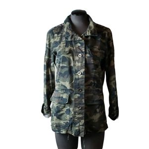 [Stooshy] Studded Shoulder Camo Button Down